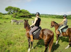 Bhangazi Horse Safaris and game watching in Zululand