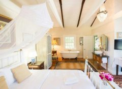 En-suite room at Cape Dutch Quarters lodging in Tulbagh