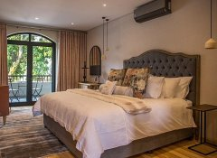 Le Petit Manoir, Accommodation in Franschhoek, Winelands