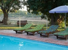 Marula Lodge - swimming pool with a view