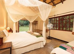 Marula Lodge - very comfortable en-suite room