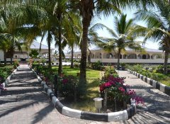 Garden and restaurant of Oceanic Bay Hotel & Resort