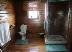 En-suite accommodation at The Shipwreck Lodge in Pomene