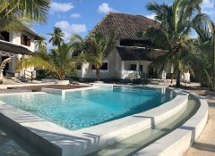 Guesthouse with pool in Zanzibar on the beach
